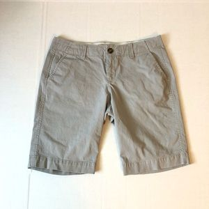 Gray Low-Rise Old Navy Bermuda Shorts size 4